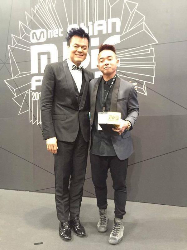 Phúc Bồ chụp ảnh cùng Park Jin Young tại MAMA 2015