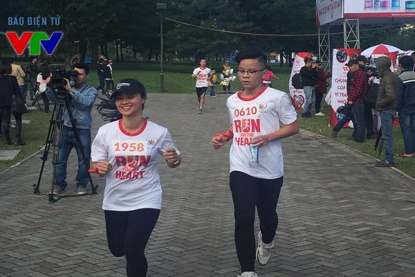 Các bạn trẻ tham gia hăng hái vào sự kiện Chạy vì trái tim 2015.