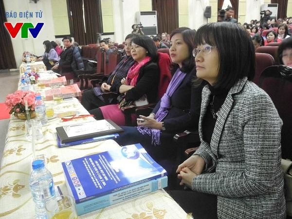 Đông đảo các nhà khoa học và các bạn trẻ đến tham dự hội thảo