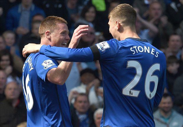 McCarthy và Stones là hai nhân tố nổi bật trong đội hình Everton đánh bại Man Utd.