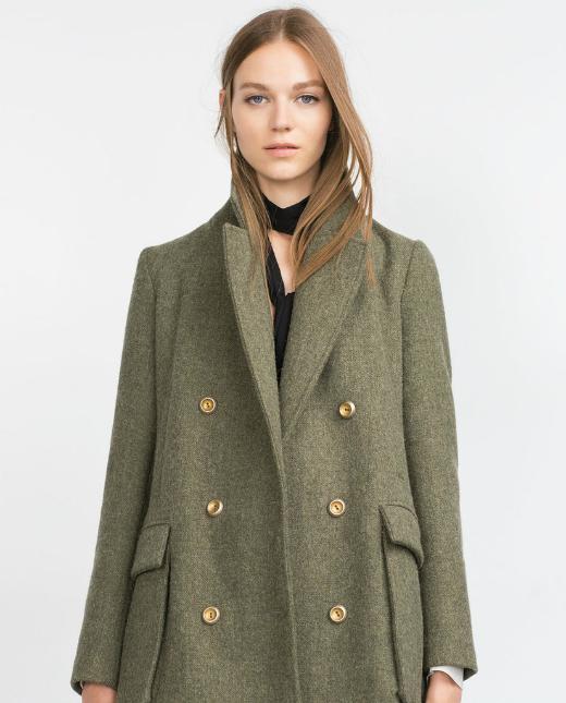 Ngoài ra, áo khoác với hai hàng cúc nổi bật tạo điểm nhấn (Double-breasted coat) cũng là lựa chọn hoàn hảo.