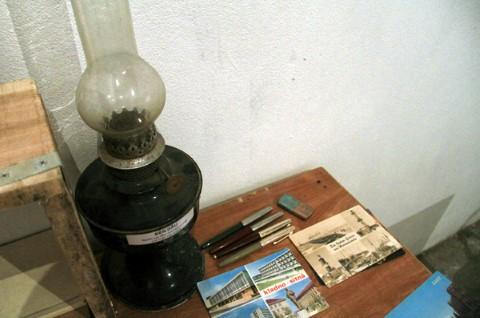 Thời bao cấp người Hà Nội phải dùng đèn dầu cho những đêm mất điện.