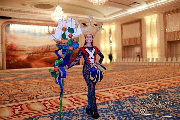 Phụ kiện đi kèm của đại diện Curacao vô cùng cầu kỳ và đẹp mắt