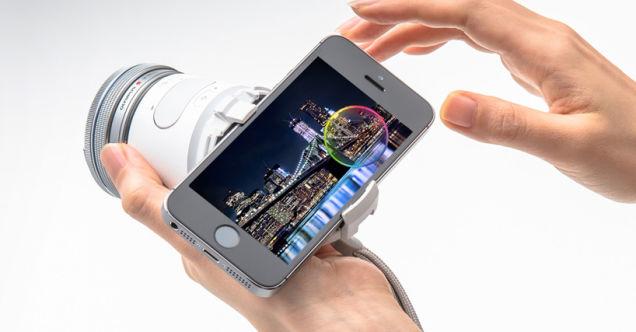 Olympus Air có chức năng như một bộ phận nối giữa ống kính Micro 4/3 và smartphone