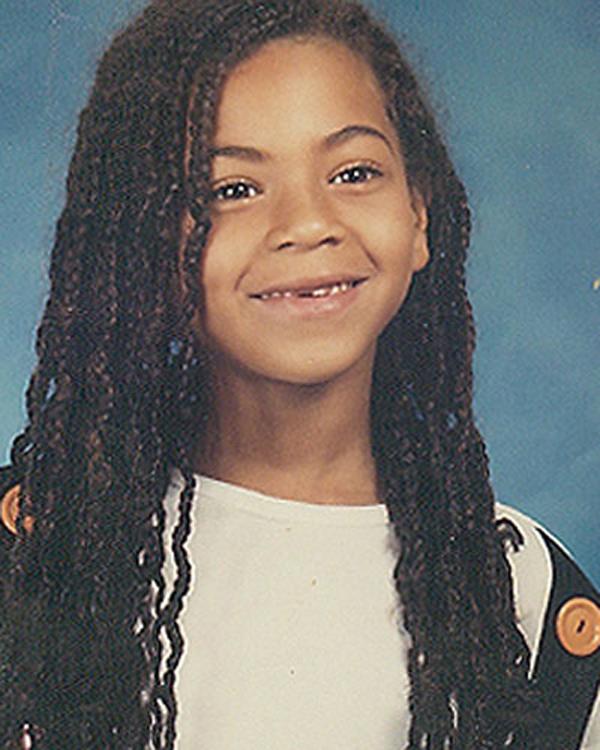 Beyonce dễ thương với tóc dài và hàm răng sún.