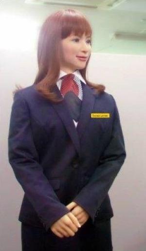 Robot Actroid mặc đồng phục đón tiếp khách hàng