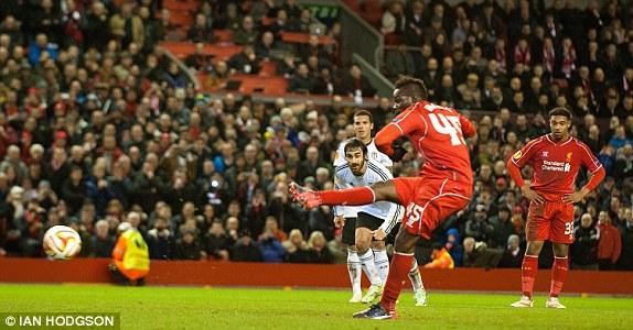 Mario Balotelli mang lại lợi thế cho Liverpool trước trận lượt về