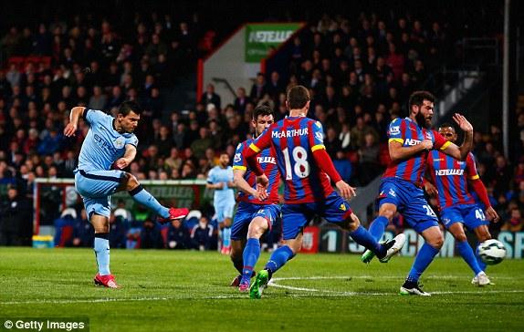 Man City chơi rất nỗ lực nhưng không thể có bàn thắng trong hiệp 1.