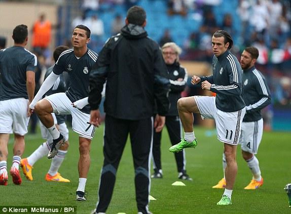 Quyết tâm giành trọn chiến thắng trên sân khách để nắm lợi thế trước trận lượt về tại Bernabeu, Real tung ra đội hình mạnh nhất của mình với bộ ba nguyên tử Benzema - C.Ronaldo - Gareth Bale.