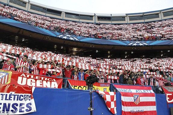 Khán giả nhà cổ vũ Atletico Madrid rất cuồng nhiệt.