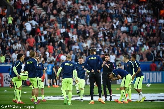 Ở chiều ngược lại, Barcelona ra sân với đội hình gần như mạnh nhất của mình. Chơi cao nhất trên hàng công là bộ ba nguyên tử: Suarez - Messi - Neymar.