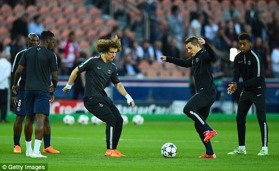 Đấu pháp mà đội chủ nhà lựa chọn vẫn là lối chơi tấn công quen thuộc. Tuy nhiên, đội hình của PSG đã có sự thay đổi khi Cavani đảm nhận vai trò lĩnh xướng hàng công thay cho Ibrahimovic - người bị treo giò vì nhận thẻ đỏ ở trận trước đó.
