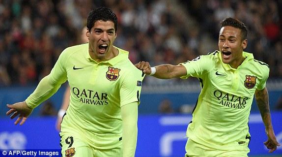 Khi PSG chưa thể có bàn gỡ, cách biệt được nhân đôi cho Barcelona sau pha solo đẳng cấp của Luis Suarez.