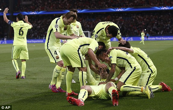 Trước khi hết giờ, PSG chỉ gỡ lại được 1 bàn khá may mắn sau tình huống đốt đền của Mathieu. Với thất bại 1-3 ngay trên sân nhà, vô số khó khăn dang chờ đón PSG ở trận lượt về tại Camp Nou.