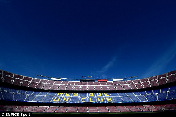 Khung cảnh tuyệt đẹp tại Camp Nou, nơi chuẩn bị diễn ra cuộc đọ sức giữa Barcelona và PSG trong khuôn khổ tứ kết Champions League.