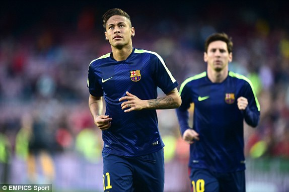 Neymar và Messi đang khởi động. Barcelona một lần nữa sẽ ra sân với tam tấu Messi - Suarez - Neymar.