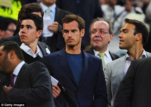 Ở chiều ngược lại, đội chủ sân Camp Nou cũng có một fan bự. Đó chính là ngôi sao làng banh nỉ Vương quốc Anh - Andy Murray.