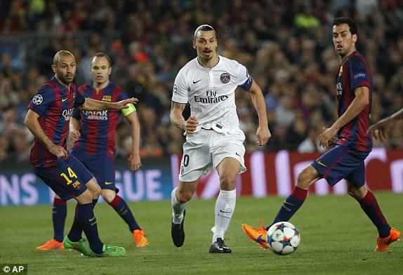 Barcelona hiểu rằng, Ibrahimovic cần phải bị khóa chặt. Và đó là lý do vì sao, quanh ngôi sao người Thụy Điển luôn có từ 2 tới 3 cầu thủ Barcelona. Chính việc khóa chặt Ibra đã hạn chế được rất nhiều sức mạnh của đội khách.