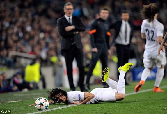 Trong ngày Ibra bị chăm sóc kỹ lưỡng, một chân sút khác của PSG là Edinson Cavani lại thi đấu vô cùng mờ nhạt.