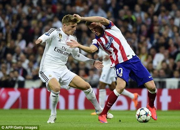 Atletico Madrid đã thể hiện một lối chơi rất xù xì tại Bernabeu.