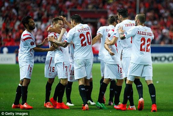 Sevilla đặt một chân vào chung kết Europa League sau chiến thắng 3-0 tại bán kết lượt đi