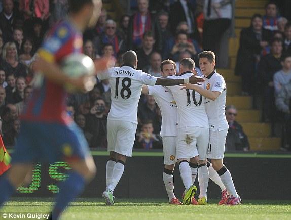 Juan Mata mở tỷ số cho Man Utd trên chấm 11m.