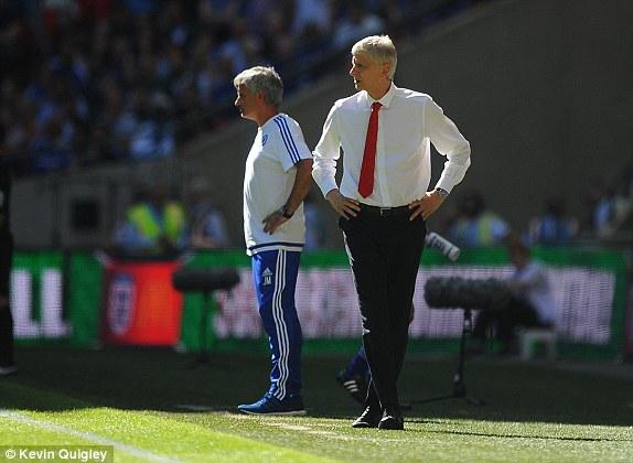 Những sự điều chỉnh của Mourinho (quần xanh) không mang lại hiệu quả cho Chelsea.
