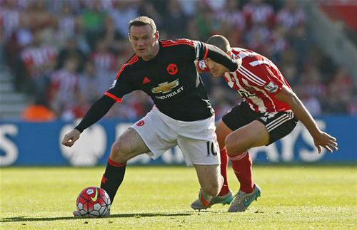 Rooney vẫn thi đấu rất năng nổ ở vị trí tiền vệ.