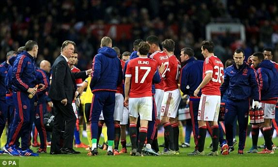 Van Gaal cùng Man Utd đã trải qua 4 trận toàn hòa và thua