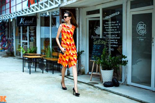 Những hình ảnh thời trang dạo phố mới nhất của Hồng Xuân được thực hiện tại TP.HCM đã cho thấy một cô người mẫu tiềm năng, đang từng bước hoàn thiện phong cách.