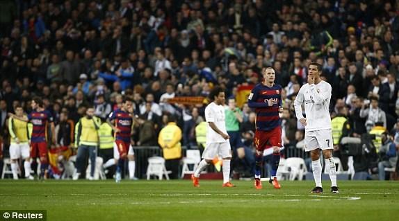 Trận thua 0-4 đã khiến Real Madrid bị Barcelona bỏ lại với khoảng cách 6 điểm