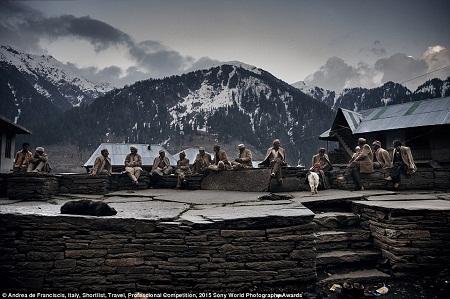 Những người nông dân sống ở chân núi Himalaya, Ấn Độ. (Ảnh: Andrea de Franciscis)
