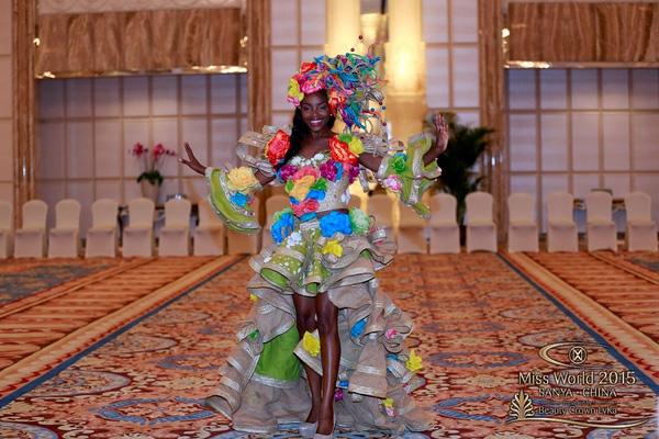 Bộ cánh ngập tràn sắc màu của đại diện đến từ Bahamas
