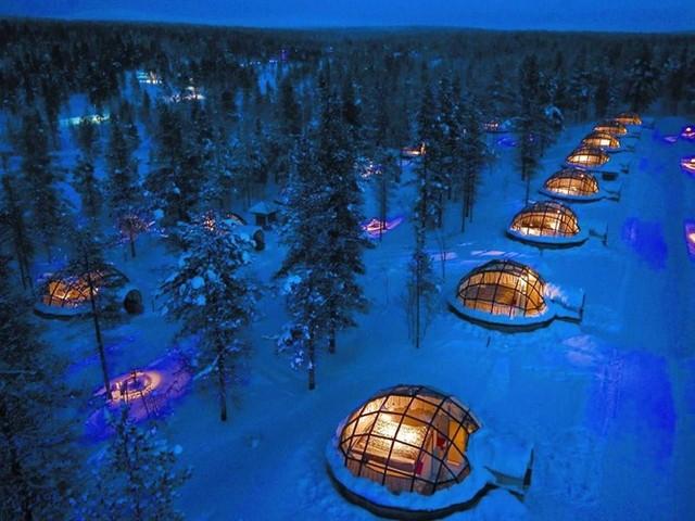 Trải nghiệm giấc ngủ trong khu lều tuyết bằng kính và chiêm ngưỡng những ngôi sao ở khách sạn Kakslauttanen, nằm trong vùng hoang dã của Phần Lan
