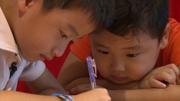 Các bé cùng viết thư hối lỗi gửi bác Leng Keng.