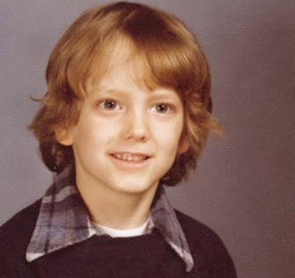 Rapper nổi tiếng Eminem từng là cậu bé có gương mặt hiền lành với mái tóc dài. Nhiều ca khúc do anh sáng tác chính là những câu chuyện thời niên thiếu do anh tự kể lại.
