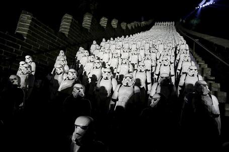 500 chiến binh Stormtrooper xuất hiện ở đoạn Cư Dung quan của Vạn Lý Trường Thành, ngoại ô Bắc Kinh, Trung Quốc.
