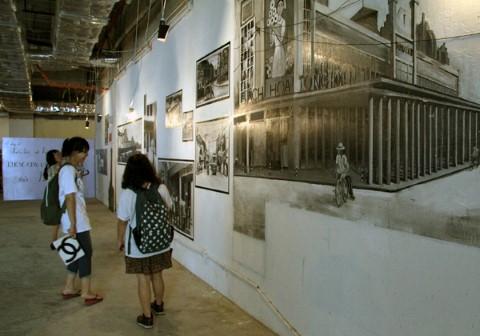 """Trưng bày do nhóm các bạn trẻ từ Đại học Quốc gia Hà Nội, dự án """"Hà Nội Đẹp"""" của Sở VH,TT&DL Hà Nội thực hiện."""