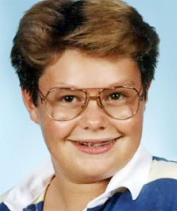 Thật khó tin là cậu bé béo phì với cặp kính cận này lại chính là Ryan Secrest - MC nổi tiếng với các show truyền hình ở Mỹ, đặc biệt là American Idol.