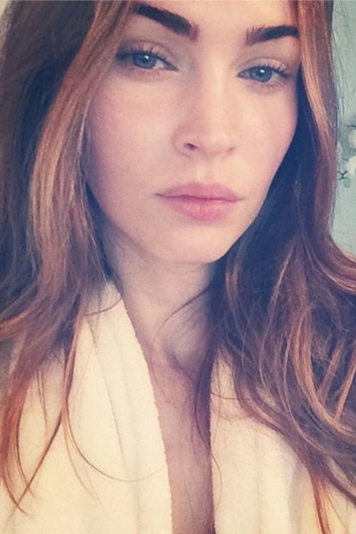 Từng trải qua dao kéo, gương mặt của Megan Fox vẫn không được tự nhiên hoàn toàn dù cô không trang điểm.