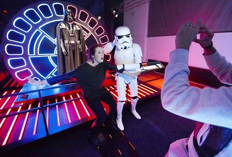 """Viện bảo tàng Angewandte Kunst ở Vienna, Áo trưng bày chủ đề các nhân vật """"Star Wars""""."""