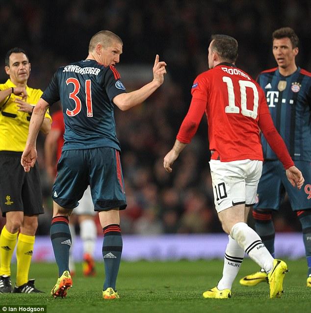 Nhiều CĐV Man Utd tin rằng, với việc mua thành công Schweinsteiger, Rooney sẽ được HLV Van Gaal trả về vị trí sở trường là tiền đạo mũi nhọn.