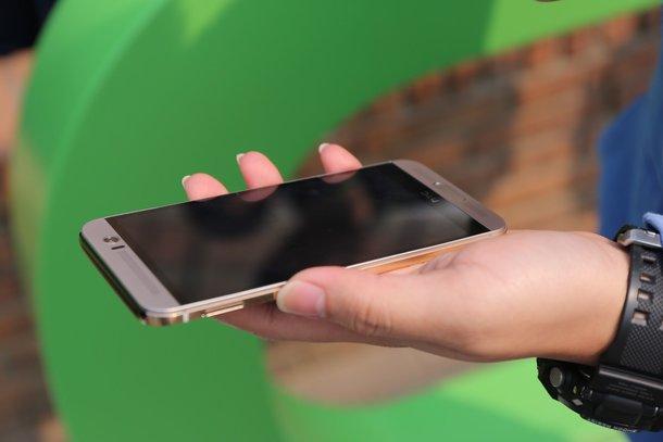 HTC One M9+ sở hữu màn hình lớn