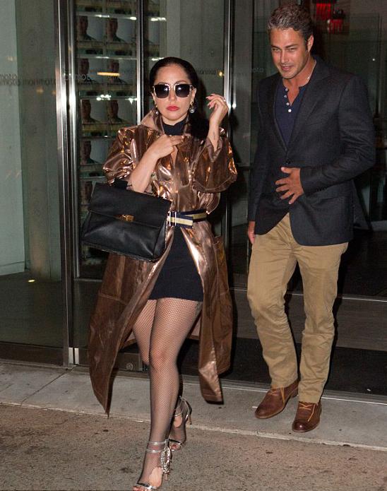 Lady Gaga được bạn trai cầu hôn từ dịp lễ tình yêu vừa qua nhưng cặp đôi này chưa có kế hoạch tổ chức đám cưới