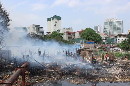 Đến 15h15, đám cháy cơ bản được dập tắt