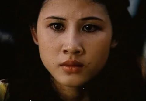 Thúy An trong vai Ngọc Lan, cô bán cháo vịt Ngọc Lan, đặc tình và là người yêu của Sáu Tâm.