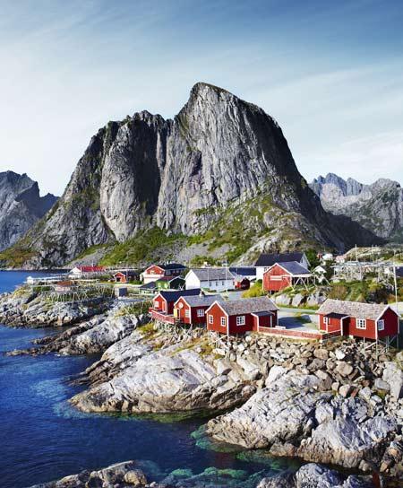 Quần đảo Lofoten ở Na Uy nằm ở phía bắc trên vòng cực bắc nơi có khí hậu và phong cảnh làm say lòng những ai yêu thiên nhiên.