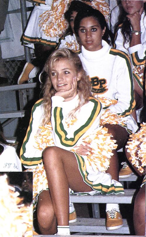 Cameron Diaz nổi bật trong vai trò là thành viên của đội cổ vũ.