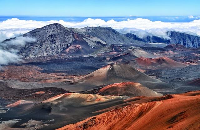 Vườn quốc gia núi lửa Hawaii bao phủ vùng rộng lớn với diện tích lên tới 1.348km2, được thành lập vào năm 1916. Ảnh: npobserver.