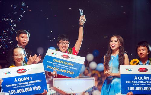 Nguyễn Quốc Khang (Lớp 8A6, Chuyên Anh trường Trung học Thực hành Sài Gòn) giành giải quán quân cuộc thi Chinh phục mùa thứ 2